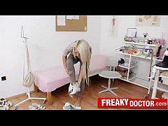 Гинеколог трахнул русскую девушку на осмотре