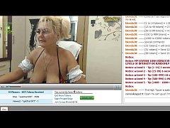 Кудрявый длинноволосый порноактер