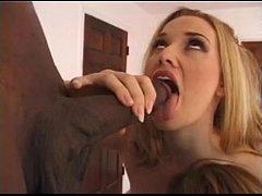 Порно красивую бландинку раздевают и ебут
