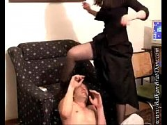 Строгая госпожа хлещет по заду девку девка орет визжит писается, порно онлайн про пацанов и взрослых дам