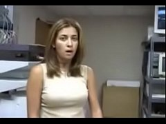 sochnaya-zhena-izmenyaet-porno