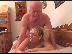 Старик трахнул горничную, фото секса близко
