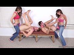 Порно русская хозяйка и ее верный раб, пасет в туалет секс