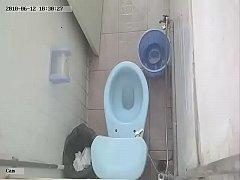 Мастурбирует Скрытая Камера В Туалете Порно Видео